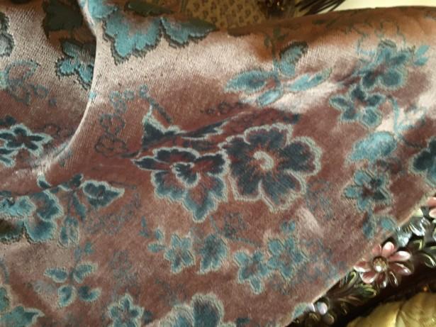 Deosebita fata de masa catifea,model floral in relief,Anglia