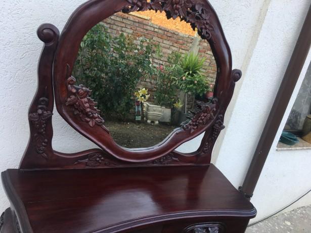 Impozanta comoda cu oglinda rabatabila,piesa originala ,Italia
